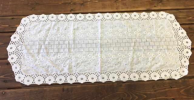Where to find WHITE 37X14 VINTAGE RUNNER SMALL in Batesville