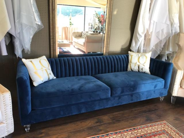 Where to find AVIATOR SOFA in Batesville